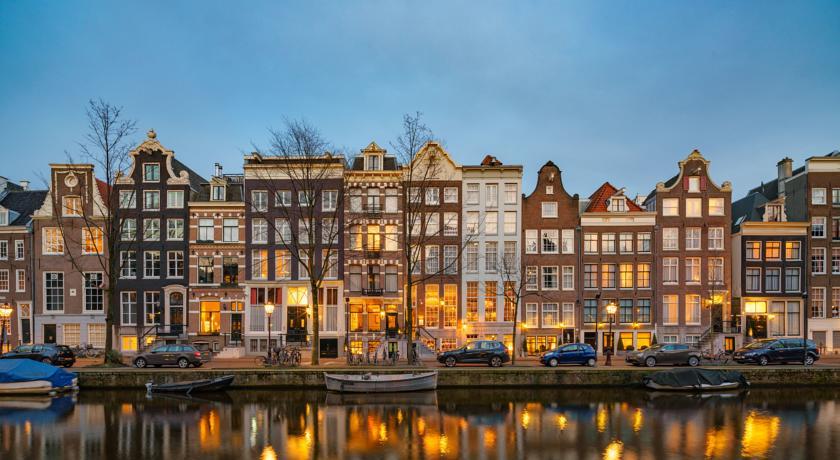 L Ambassade Hotel Di Amsterdam E La Collezione Di Libri