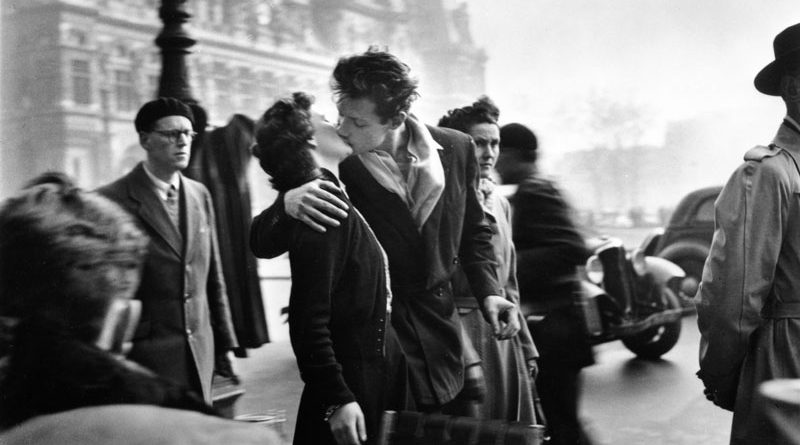 01_il-bacio-dellhotel-de-ville-800-800x445
