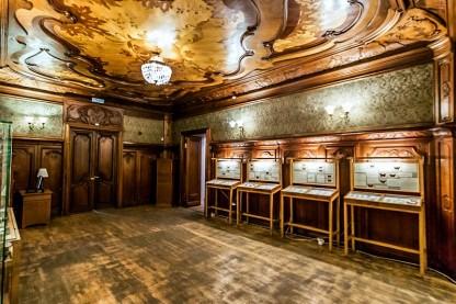 original-sitting-room-in-the-nabokov-house-in-st-petersburg