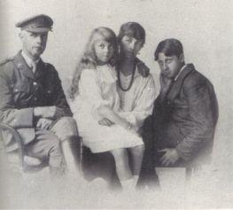 Orwell-Family-1916